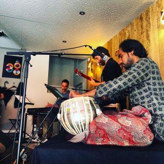 Très bon moment passé hier au Le 360 Paris Music Factory avec le trio HomeLand(s) entouré des maîtres Antonin Fresson & Mosin Khan Kawa. Accueil et public de qualité au rendez-vous : MERCI ! 🙏
